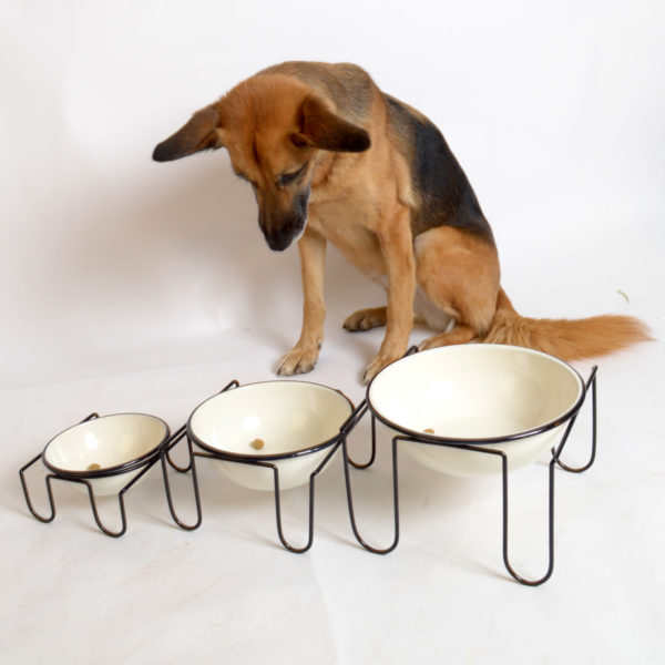 Hundebar aus Metall in drei Größen